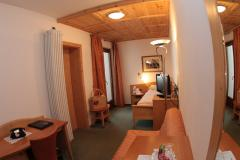 Einbettzimmer mit Balkon