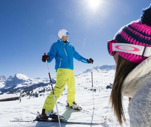 Divertimento sugli sci alle pendici dello Sciliar